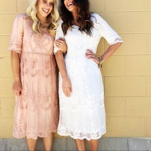 Roolee Nora Lace Dress in Mauve